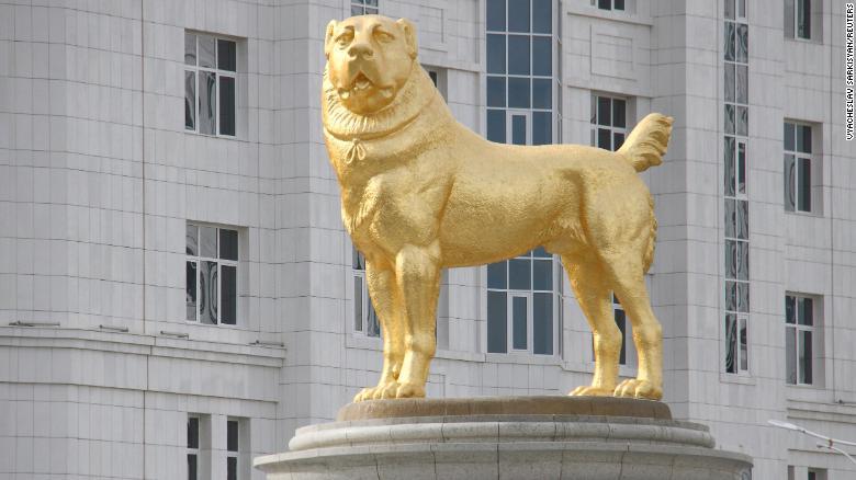 Alabai, il pastore del Turkmenistan, ha una statua d'oro